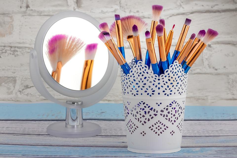 cu ce curățăm pensulele